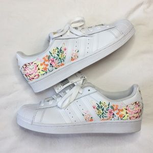 Adidas floral superstar white womens 10.5 new